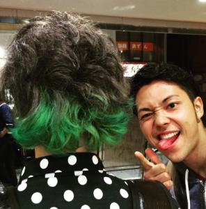 ワンオクtomoyaの髪の色